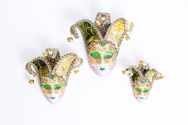"4"" PEARLIZED MASK W PURPLE HIGHLIGHTS/GREEN GLITTER AND BROCADE FABRIC HORNS"