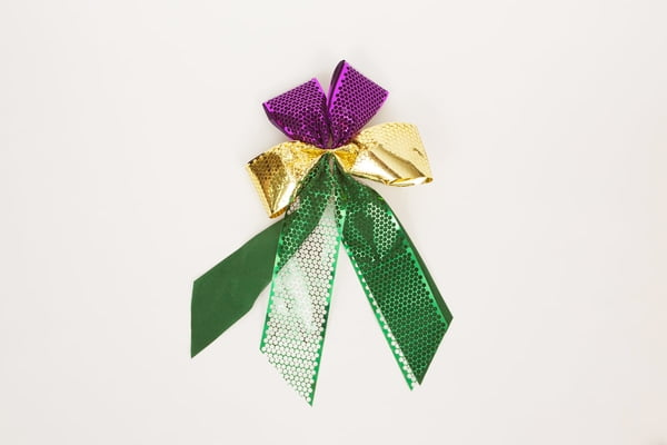 "18"" X 11"" 4 Loop Bow w Metallic Ribbon"