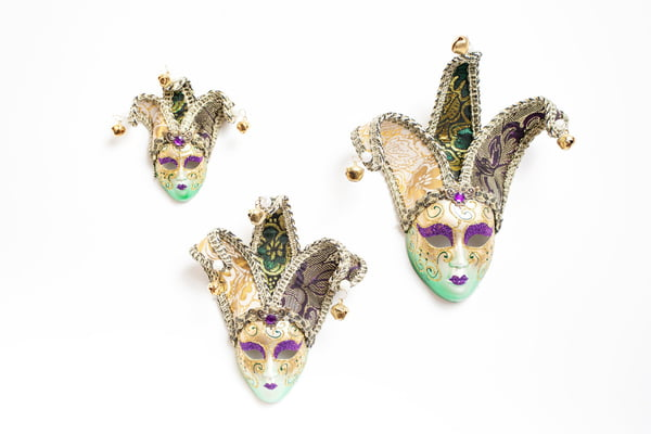 "2.5"" PEARLIZED MASK W GREEN HIGHLIGHTS/PURPLE GLITTER AND BROCADE FABRIC HORNS"